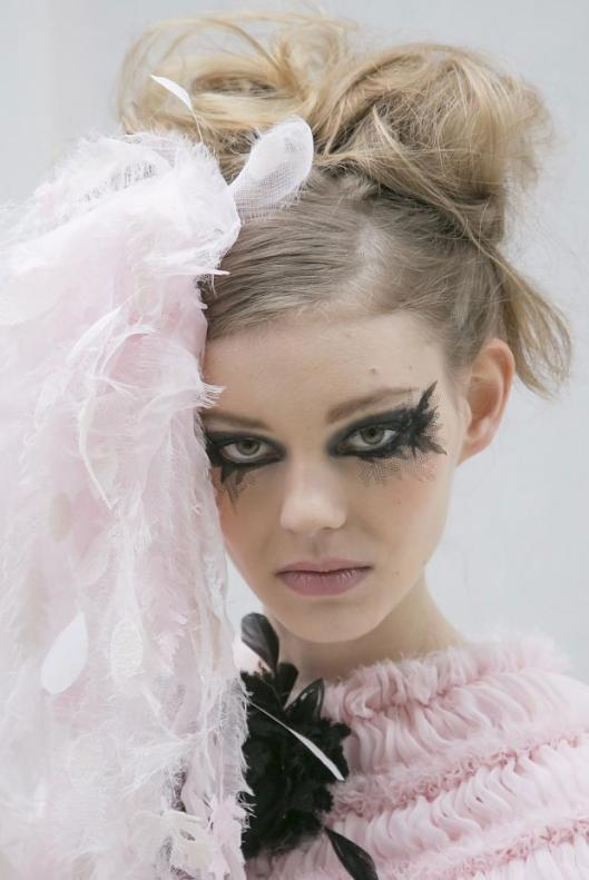 012213chanel-beauty-haute-couture-spring-2013-pfw1 (1)